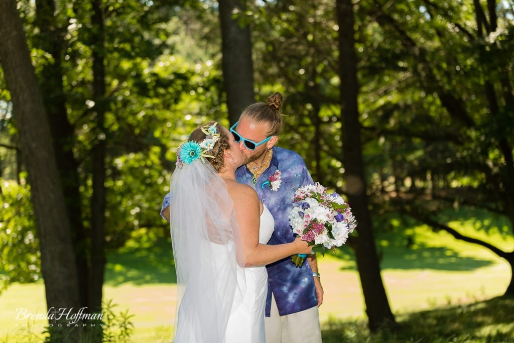 beach-wedding-muskegon-tie-dyed-haggars-hideaway-muskegon-country-club-trolly-005