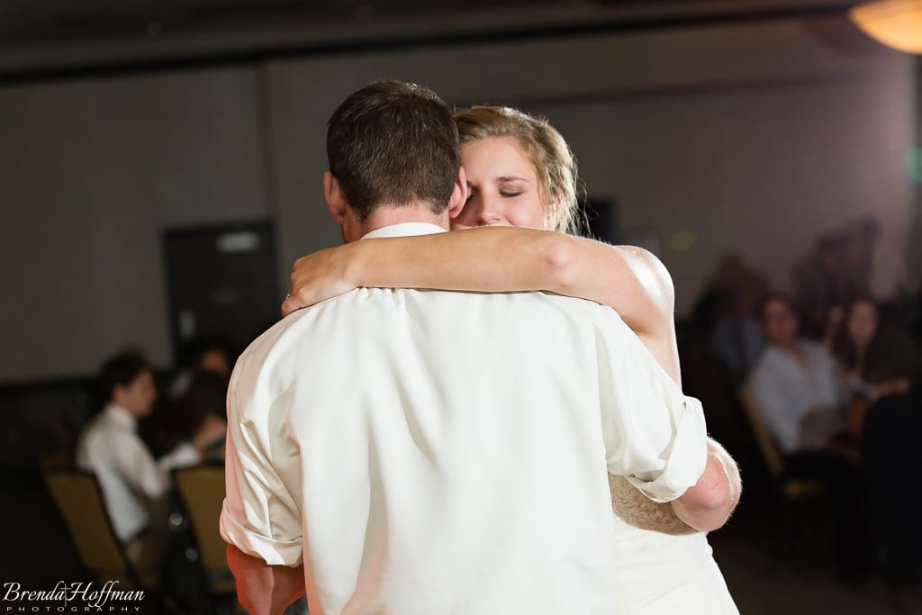 bride-dance-father-daughter-crying-brothers-013