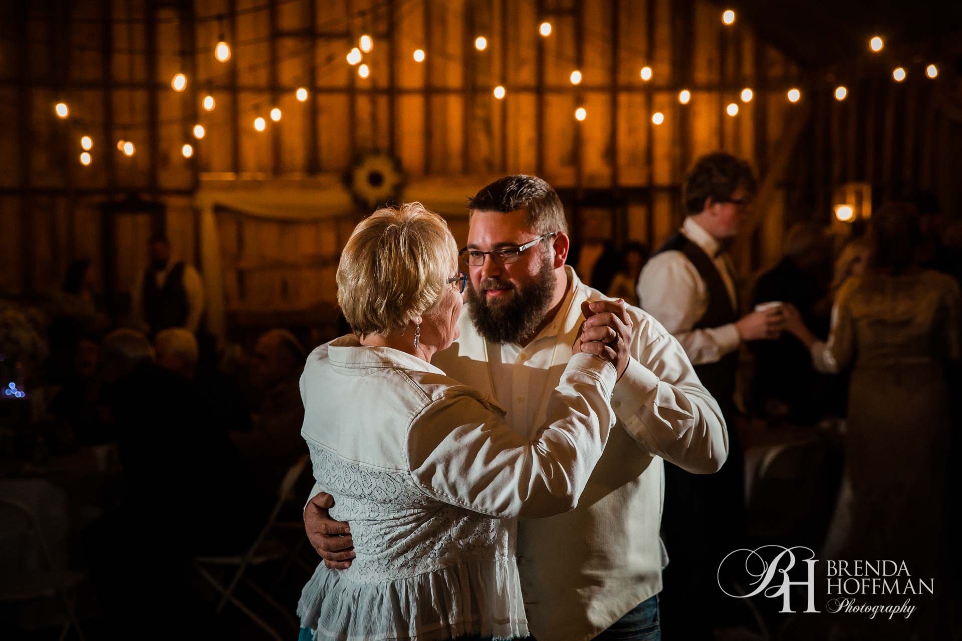Grand Rapids MI Fall Barn Wedding 32